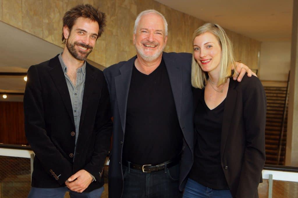 אדם מונטיפיורי (במרכז) עם הבת רייצ'ל והבן דיוויד. צילום דוד סילברמן dpsimages