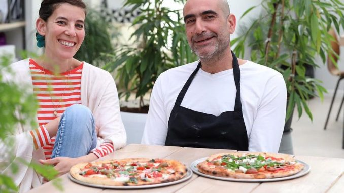 דוד ודניאלה ממעלה החמישה – חממת סחלבים עם בית קפה-מסעדה בסגנון איטלקי. צילום מדף הפייסבוק