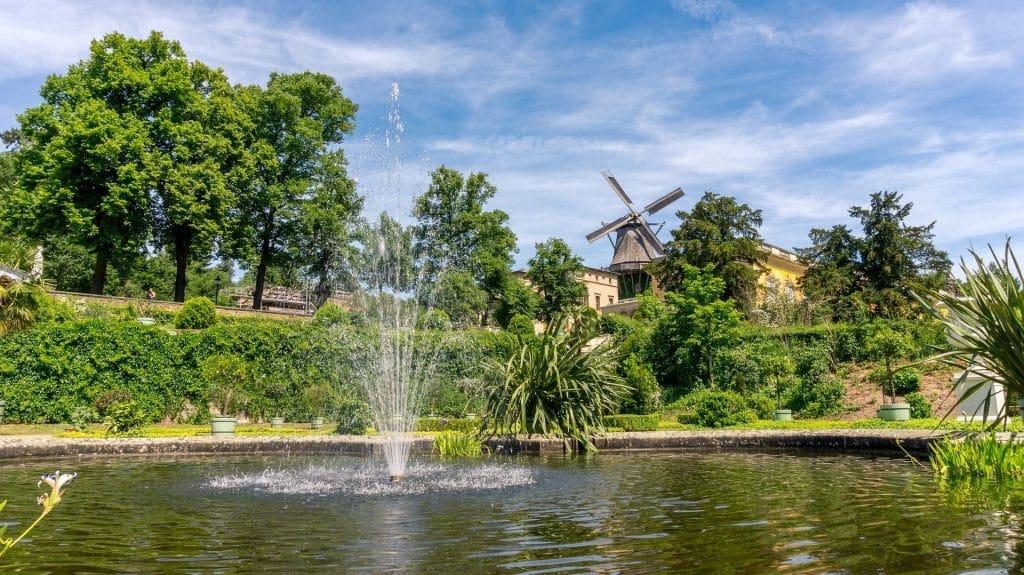 פארק סנסוסי מרהיב במיוחד באביב כשהעצים מלבלבים והפרחים בשיא פריחתם. צילום pixabay