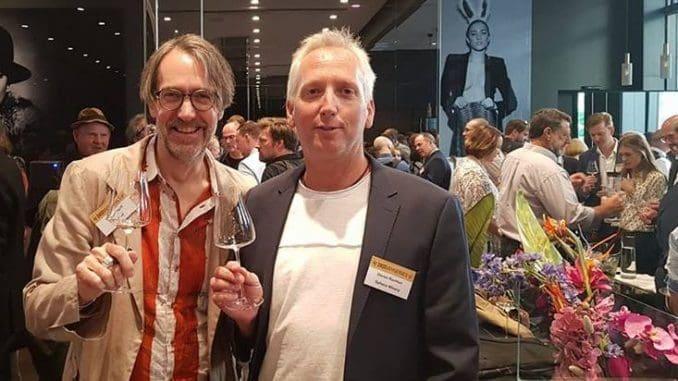 דורון רב הון מיקב ספרה עם התאום שלו מיקב Josten & Klein. צילום טומי מורדו