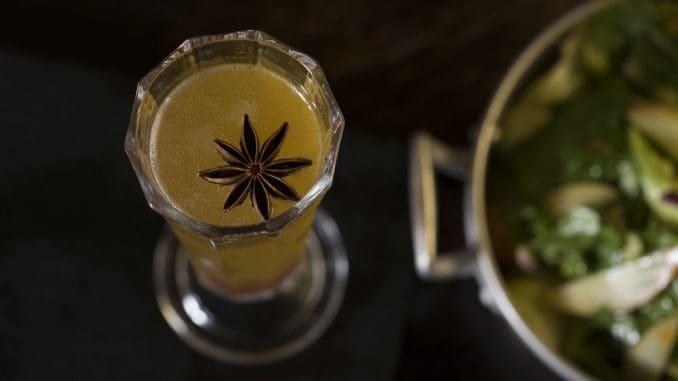 God's nectar - קוקטייל יין קיצי ומבעבע עם תבלינים ים תיכוניים. צילום יפית שמחה