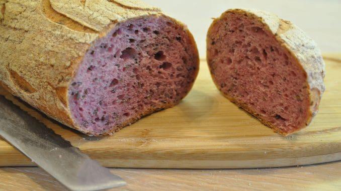 לחם עם ירקות טריים. צילום איריס לוי