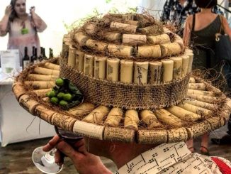 כובעים מקדמים מכירות יין? בפולין זה קורה. צילום אלון גונן