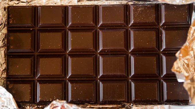 340 גרם שוקולד מריר חתוך לקוביות