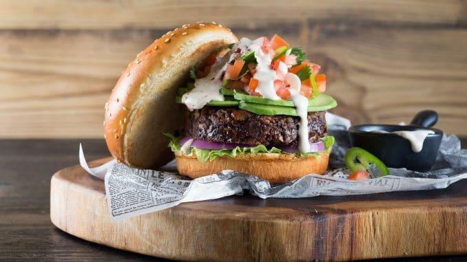המבורגר טבעוני בין המנות שהשפים של יוניליוור פודסולושיינס יצרו לתפריט המונדיאל. צילום דן לב