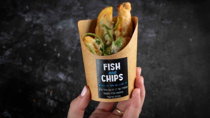 פיש אנד צ'יפס – מנות דגים בסגנון הגשה GRAB&GO. צילום שני בריל