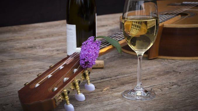 לבן צונן, רוזה צונן, וגם את האדום כדאי לקרר בקיץ החם – קיץ של יין