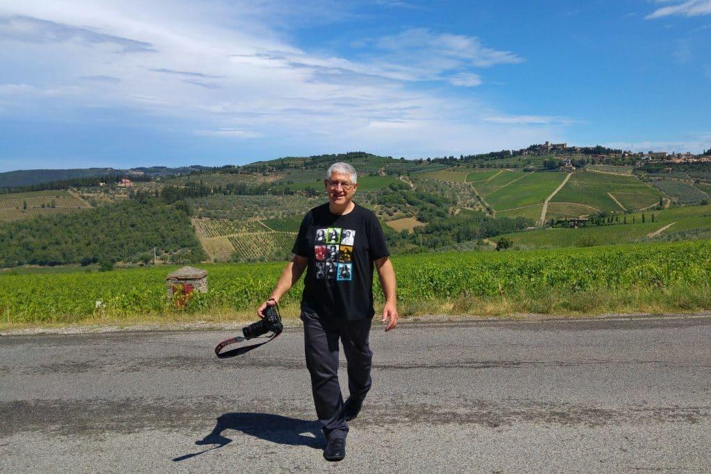 דיויד סילברמן נהנה בטוסקנה. צילום בת הזוג נאוה גולדשטיין