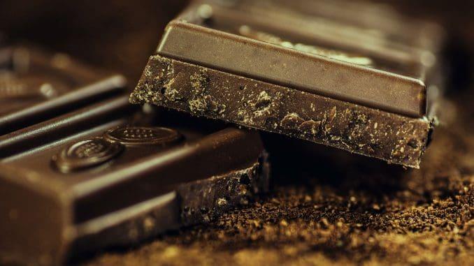 קשר בין אכילת שוקולד להופעת התקפי מיגרנה. צילום pixabay