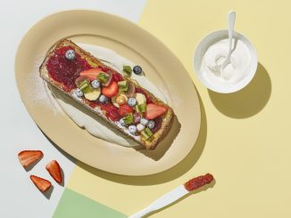 רצוי להגיש עם סלט פירות, שמנת חמוצה, ריבה ואבקת סוכר. צילום אנטולי מיכאלו