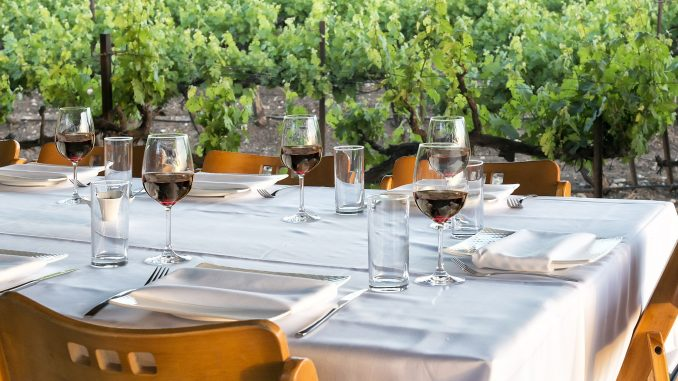 היין הוא מרכיב חשוב בשולחן החג. לחיים!. צילום איל גוטמן