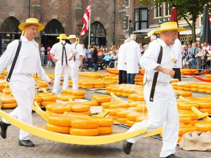 ב-2012 נערכה תחרות עולמית בה לקחו חלק מעל ל-2,500 סוגי גבינות. ארבעים השופטים קבעו כמעט פה אחד: הגבינה ההולנדית היא הטובה ביותר בעולם