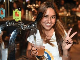 בין הבירות השנה: בירה שושנע, בירת הדבש ברבר, בירה מקסיקנית בטעם טקילה – דספרדוס, ובירה מג'מייקה. צילום יהודה בן יתח