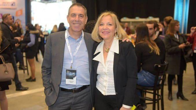 """אייל מליס עם תלמה בירו, מנכ""""לית איגוד השיווק הישראלי"""
