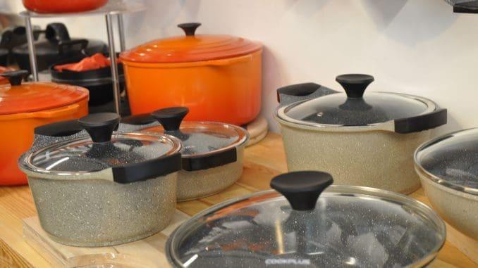 הכלים החדשים מתאימים לשימוש על אש גלויה, אינדוקציה וגם בתנור. צילום איריס לוי