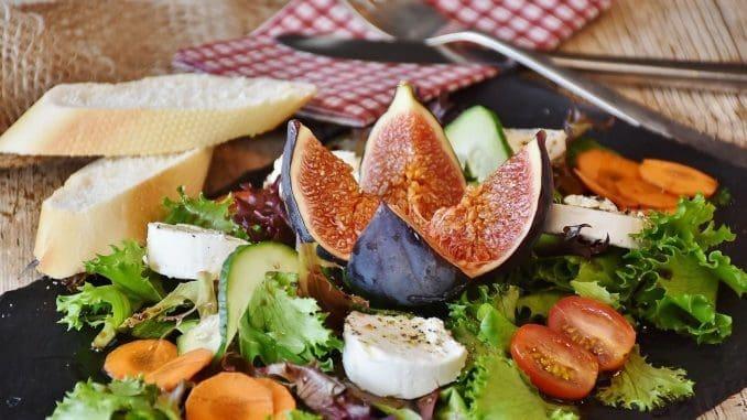 יש תזונה מאוזנת ועשירה יותר המכילה מגוון רחב של טעמים וטקסטורות מלבד הסלט