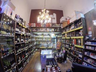 אתם לא שיכורים. חנות יין בעיר ברח' כצנלסון בגבעתיים