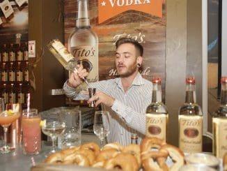 Tito's Drink הוא הדרינק האהוב על טיטו, אותו הוא שותה כל ערב. צילום שוקה כהן