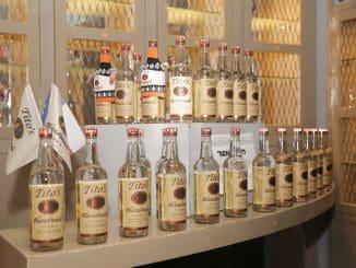 בשנת 2001 שלח טיטו שני בקבוקים לתחרות World Spirits Competition בה זכה בשתי מדליות זהב כשהוא גובר על 71 מותגי וודקה אחרים. צילום שוקה כהן