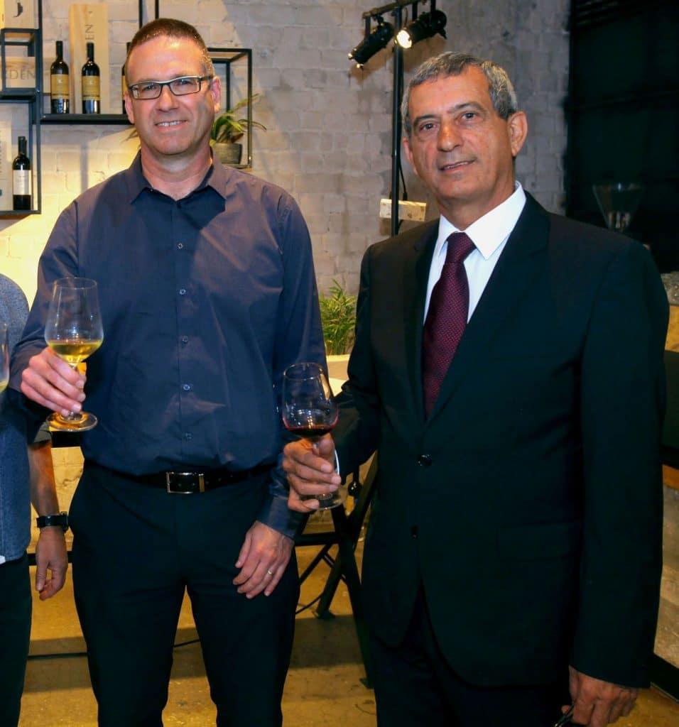 שותפים בהיכל היין שקד גולן – יאיר שפירא (משמאל) ואורי שקד. צילום דוד סילברמן dpsimages