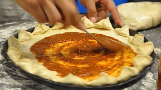 """""""האמנות הלבנה"""" - כך מכנים האיטלקים את מלאכת אפיית הפיצה. צילום איריס לוי"""