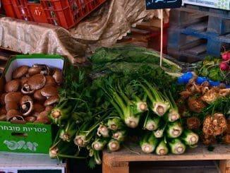 שוק האיכרים בכוכב מיכאל מחבר את החקלאי ללקוח המקומי, מנגיש תוצרת מקומית ומהווה במה לאמנים מתחילים. צילום דניאל הרץ