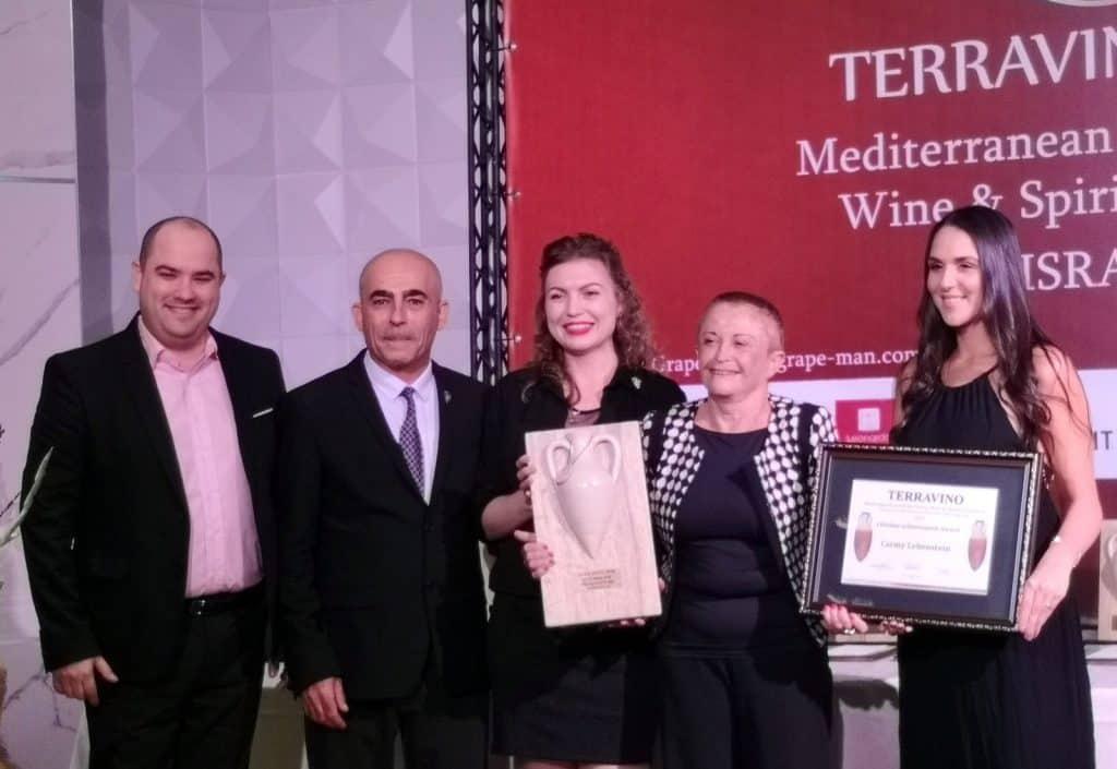כרמי לבנשטיין – ברכות ליקירת ענף היין הישראלי של תחרות טרה וינו 2018. צילום איש הענבים