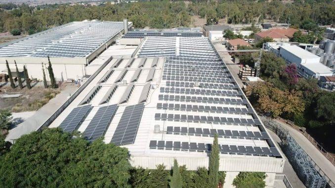גגות סולאריים ביקב רמת הגולן. רק רכיב אחד במיזם קיימות גדול ורציני