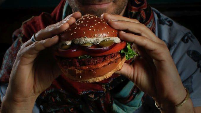 תפריט ההמבורגרים של אגנס מיישר קו עם הקונספט של המבורגרים מושחתים. צילום עומר געש