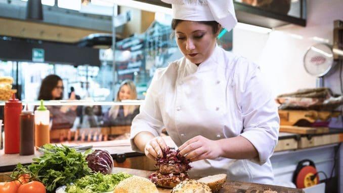 השפית פדריקה רוטונדו החלה את עבודתה עם בשרים במטבחים בפירנצה ומשם עברה לשוק המרכזי ברומא. צילוםMattia Panunzio