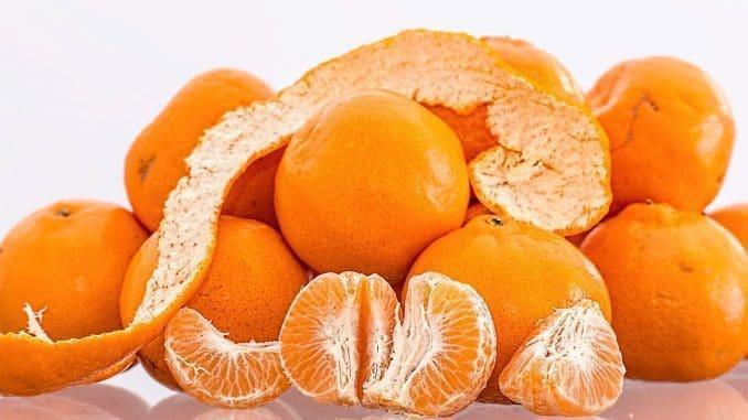כל הפירות והירקות מכילים כמות מסוימת של ויטמין C כשפירות הדר בראש הרשימה