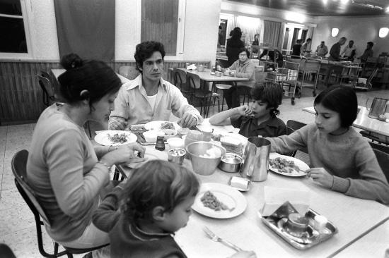 חדר האוכל בקיבוץ – אחד המקורות של המטבח הישראלי. צילום אתר נוסטלגיה אונליין