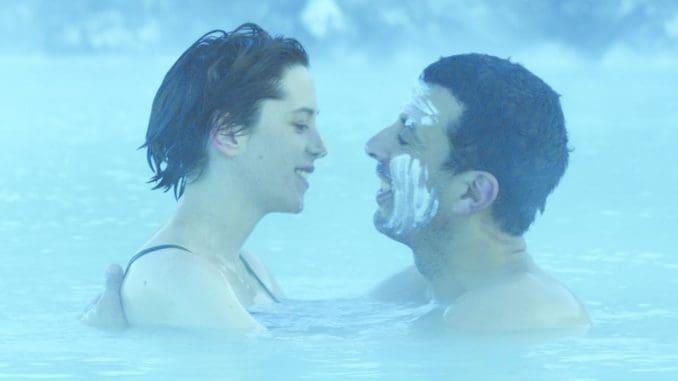 אגאת וסמיר בבריכה. אפילו הסיכוי הישראלי-פלשתינאי נכנס לבריכת הסרט