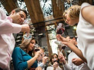הפסטיבל מיועד לקהל הרחב ולשותפים בתעשיית היין בארץ וכן לחובבי אוכל שמחפשים תוצרת מקומית איכותית