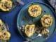 ממלאים כל דלעת צלויה בפסטה ברוטב פטריות וערמונים ומגרדים מעל גבינת פרמזן. צילום אפיק גבאי