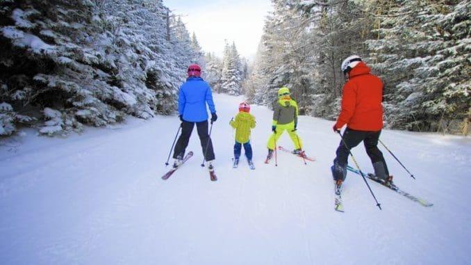 """היעדים נבחרו על בסיס מטיילים שביקרו וגלשו ביעדים שקיבלו לפחות 500 המלצות בקטגוריית """"סקי"""" ועברו מיון לפי מידת ההמלצה שלהם כ""""ידידותיים למשפחות"""". צילוםOkemo Mountain Resort"""