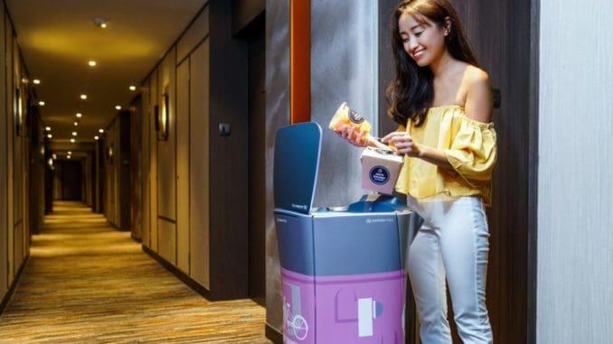 רובוט שירות חדרים במלון בסינגפור. צילום scmp