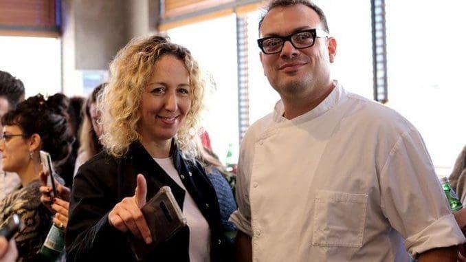 שף מאיר דנון עם איקה כהן – שוקולטיירית וקונדיטורית בעלת מדליות זהב רבות על פרלינים. צילום דני ויינר