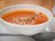 מתחילים בטיגון עדין של קוביות העגבניות, הבצל והשום. צילום אסף לב