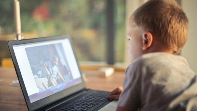 בקרב ילדים שזכו לזמן מסך ארוך יותר, נמצאה רמה נמוכה יותר של קורטיזול - הורמון המסייע להתמודד עם מצבי הלחץ ולאזן אותנו