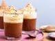 ממלאים כוסות הגשה עד 3/4 גובה ומעבירים למקרר עד שקרם השוקולד מתקרר לגמרי. צילום שני הלוי