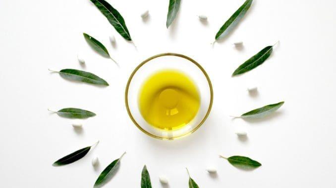 החשיבות של ציון מקור השמן גדלה על רקע תעשיית זיופי שמן הזית כאשר חלק מהם נעשים עם שמני זית נחותים המיועדים לתעשיות הקוסמטיקה והמאור