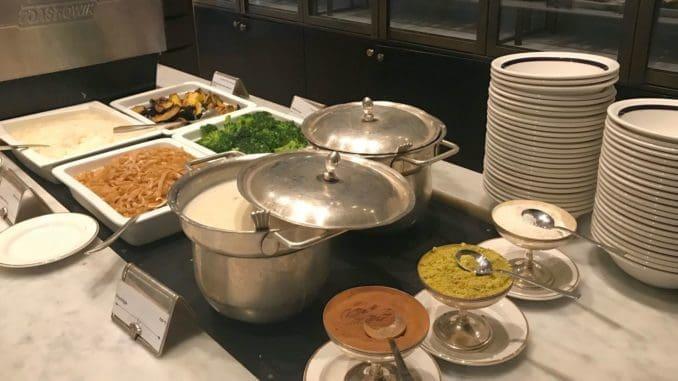 פינת ארוחת הבוקר הסינית במלון מצודת דוד. צילום שלי ברדוגו