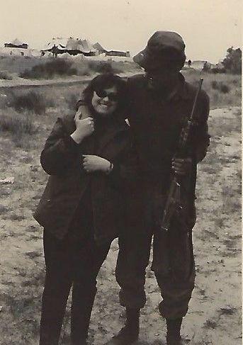 הכותב ואימו נעמי (נומי), טירונות שריון 1970
