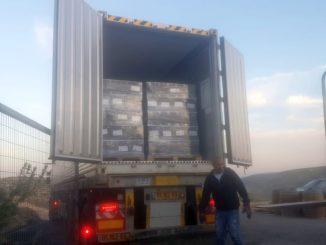 פעם ראשונה שמשאית מככבת בתמונה הראשית שלנו: משלוח יין של יקב פסגות בדרך לסין בעקבות החשיפה בעולם. צילום מדף הפייסבוק