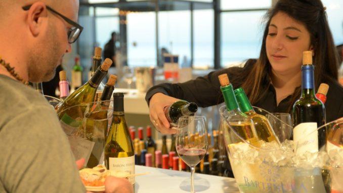 יינות צרפתיים כשרים נמזגו גם ביריד טועמים כולם 2019 בתל אביב. צילום אייל קרן