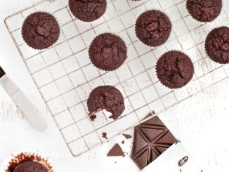 לבסוף ממיסים את השוקולד במיקרוגל בפולסים קצרים עד להמסה מלאה. צילום גלי איתן