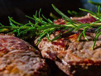 בשר בקר הוא מקור טוב לאספקת ויטמין B12 לגוף