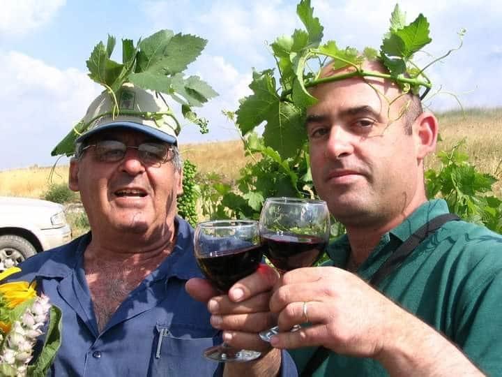 שני דורות – אבא רוני ג'יימס ובנו הכורם דור בגבעת החלוקים - חוגגים יום הולדת באותו תאריך 17 במאי