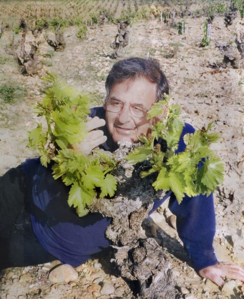 רוני ג'יימס - מייסד, כורם, יינן יקב צרעה. 1945-2008. התמונה צולמה בשאטונף דה פאפ שבצרפת